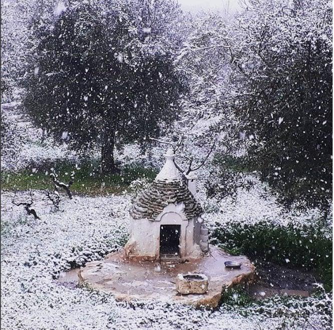 Alberobello, la magia della neve sui trulli
