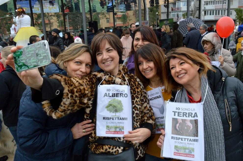 """""""Io sono un fiore"""", a Bari la campagna contro i vandali nei parchi"""