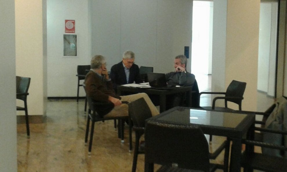 Elezioni, la solitudine di D'Alema: in hotel a Lecce dopo il flop