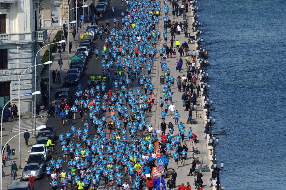 Deejay Ten, Bari si colora d'azzurro: in 10mila di corsa con Linus
