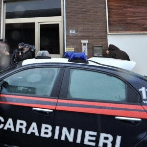 Taranto, 83enne trovato strangolato in casa: confessa il vicino 27enne. Lite per 50 euro