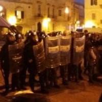 Lecce, disordini al corteo No Tap: sette bombe carta contro la polizia e