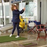 Gallipoli, il golf si pratica tra tavolini e negozi