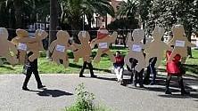 Taranto, in centro le sagome dei bimbi vittime dell'inquinamento