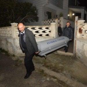 Bari, il figlio della pittrice uccisa urla 'assassino' contro l'imputato: allontanato dall'aula
