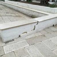 Bari, automobilista pirata in 'Piazza degli innamorati': distrutta una panchina