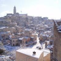 Neve, scuole chiuse a Matera e nel Foggiano. Cancellati decine di treni