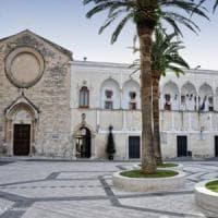 Manfredonia, va in Comune per chiedere lavoro e picchia assessore: 33enne