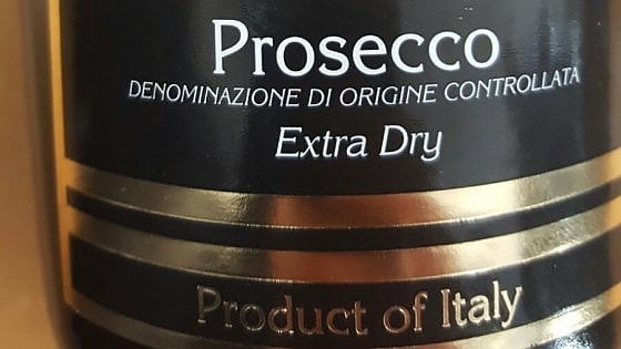 Made in Italy: sequestrate 14mila bottiglie di prosecco a Brindisi