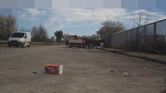 Bari, 55 sanzioni in 10 giorni: le fototrappole inchiodano gli sporcaccioni della città