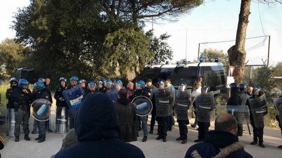 Lecce, ancora scontri al cantiere del gasdotto Tap: 2 agenti contusi, arrestato un manifestante