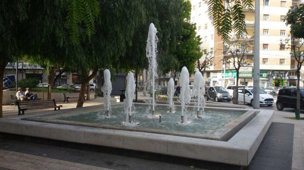 Bari, ripulita e funzionante la fontana in via della Repubblica