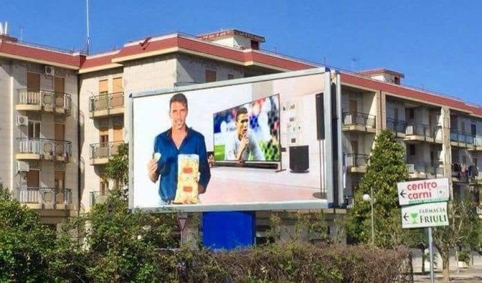 Buffon, il manifesto sfottò affisso a Corato