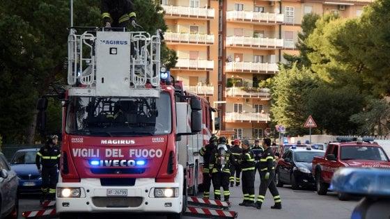 Incendio in palazzo a Bari, un ustionato