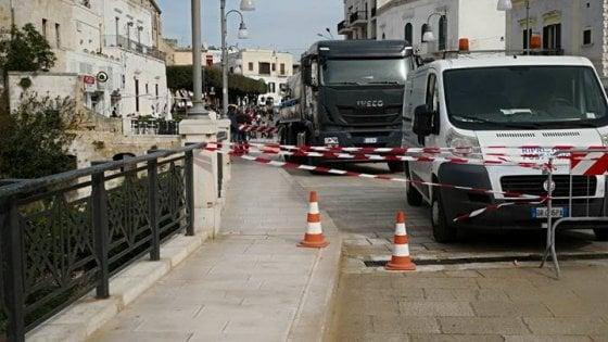 Polignano, l'autospurgo sversa olio idraulico su Lama Monachile: caccia all'autista