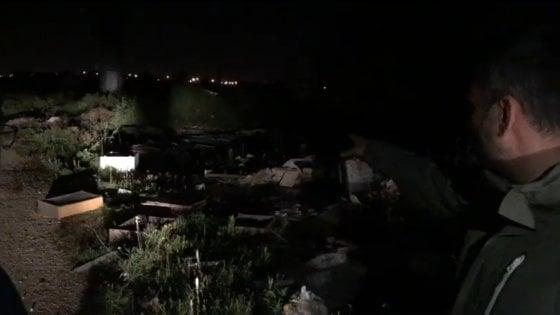"""Bari, blitz notturno del sindaco nelle campagne invase dai rifiuti: """"Pronta la denuncia"""""""