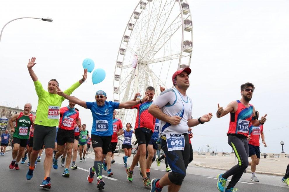 Vicicittà, a Bari migliaia di runner colorano il centro