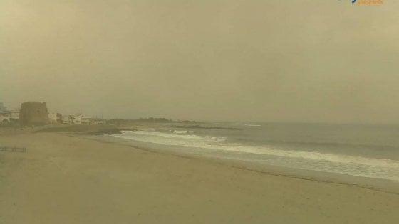 Piove sabbia in Puglia e Basilicata, il vento di Scirocco porta il pulviscolo dal Sahara
