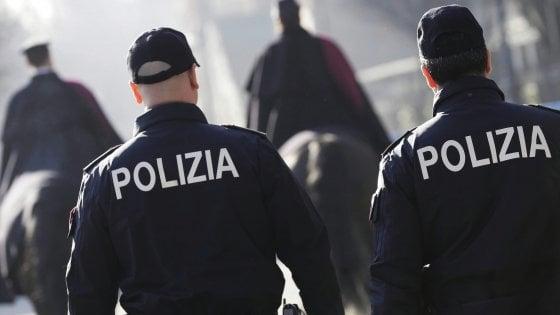 Andria, rapinavano coetanei ai distributori di bibite: arrestati due minorenni