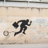 Street art, il murale di Rizek a Barletta racconta l'alienazione del lavoro