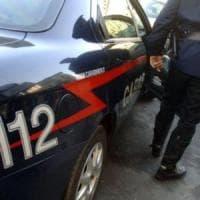 Taranto, la madre le nega i soldi e l'aggredisce per rapinarla: arrestato