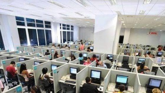 """Taranto, sms del call center ai dipendenti: """"Non ci sono soldi per gli stipendi"""". Lo denuncia la Cgil"""