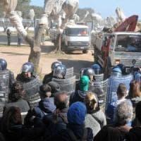 Lecce, 24enne denunciato per le scritte No Tap sul muro dell'istituto d'arte