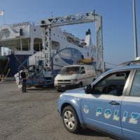 Bari, coinvolti nell'inchiesta sui Capriati: sospesi i 3 dipendenti che lavorano al porto