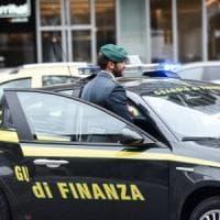 Taranto, sequestrate dosi di eroina e cocaina nascoste nell'area dove giocano