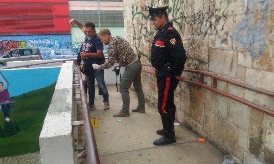 Bari, 45enne clochard trovato accoltellato davanti all'ingresso della scuola media