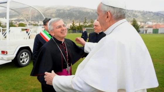 San Giovanni Rotondo, è morto a 66 anni l'arcivescovo Castoro: a marzo accolse il Papa