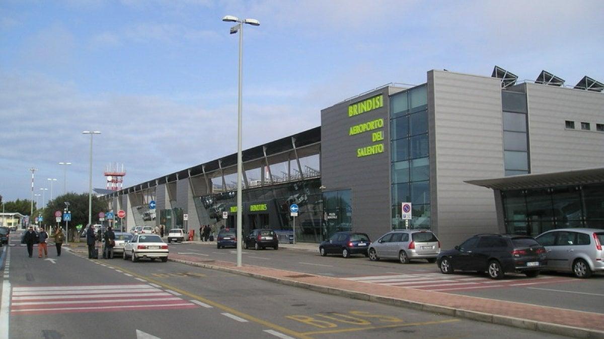 Aeroporto Brindisi : Brindisi atterraggio di emergenza per un volo diretto a