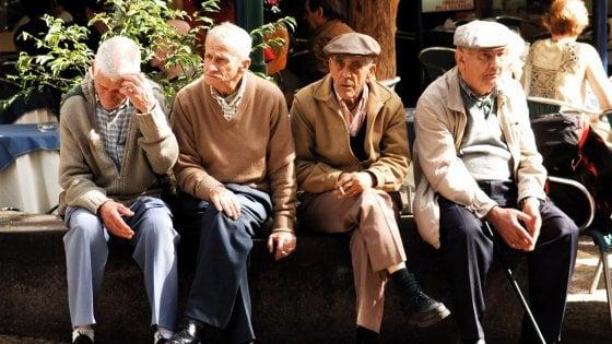 Scienziati italiani svelano uno dei segreti della longevità: variante Dna in 8 centenari su 10