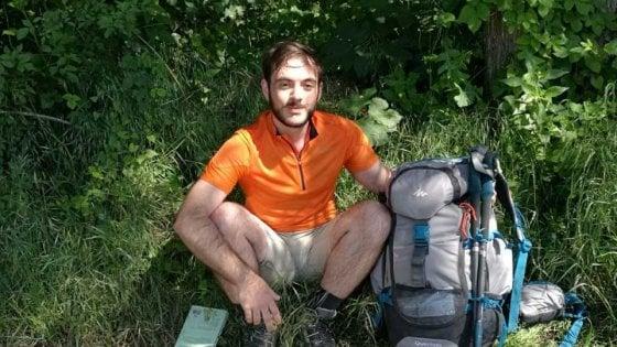 """Dopo la laurea torna a Foggia a piedi da Torino: """"Voglio riscoprire l'Italia per non fuggire all'estero"""""""