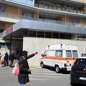 """Bari, timbrava il badge e poi usciva dall'ospedale: arrestato radiologo al """"Di Venere"""""""