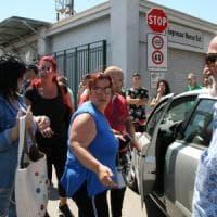 Taranto, sciopero a oltranza all'Ilva e in fabbrica arriva il padre dell'operaio morto nell'incidente
