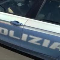 Lecce, appicca fuoco in pieno giorno all'ingresso del pub: arrestato l'attentatore