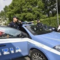 Cerignola, sorprende tre rapinatori in casa con soldi e preziosi: legato