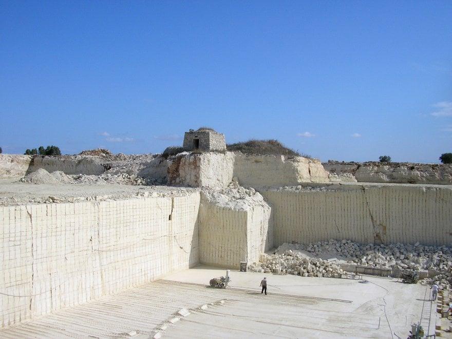 Puglia, dalla cava di pietra nasce un villaggio: il progetto va alla Biennale Architettura