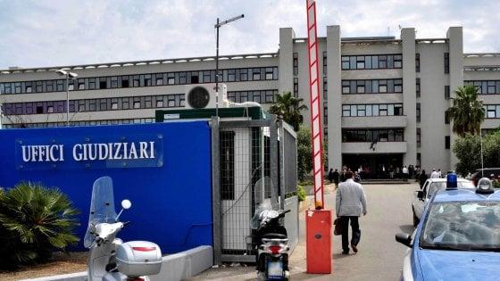 Bari, sgombero per il Palagiustizia: tre maxi tende per ospitare le udienze