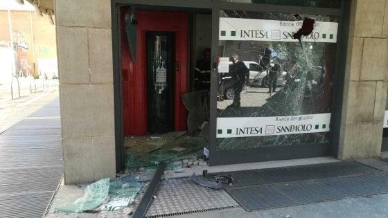 Foggia, due assalti ai bancomat di BancApulia a distanza di poche ore: solo uno va a segno