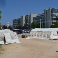Bari, al via le udienze nelle tende: avvocati e magistrati sfilano insieme per protesta