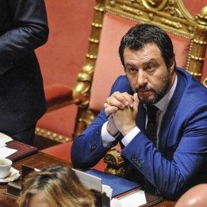 Brindisi, Salvini sul palco per sostenere il candidato della Lega: è derby con Di Maio