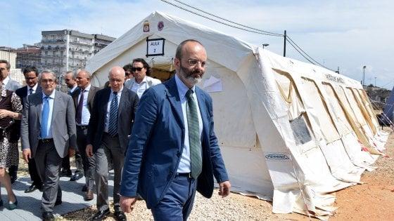 """Bari, l'Anm si riunisce nelle tende del Palagiustizia: """"Situazione surreale"""""""