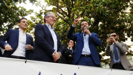 """Brindisi, Salvini in campagna elettorale su Ilva e Tap: """"Non siamo qui per far saltare i posti di lavoro"""""""