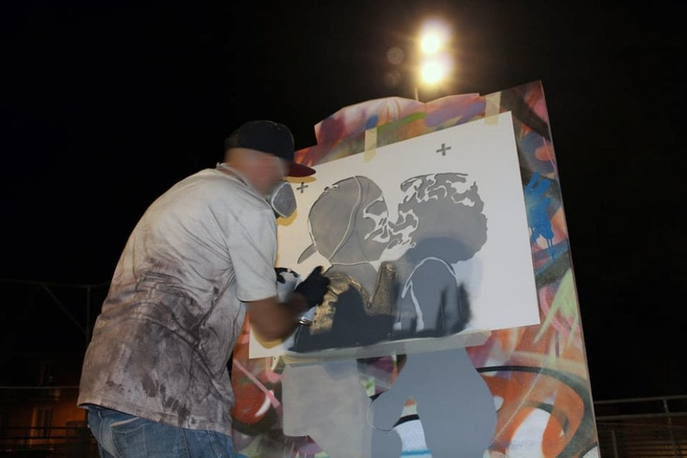 """Street art, Rizek a Matera: """"In un bacio tra bambini l'amore puro"""""""