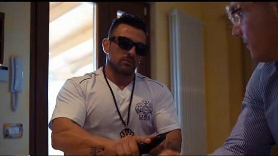 Mattinata, il videoclip inneggia alla mafia: fra i protagonisti c'è un pregiudicato con la pistola