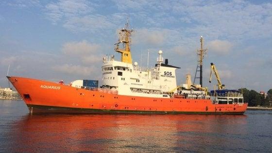 """""""Taranto pronta ad accogliere Aquarius"""", il sindaco Melucci apre all'arrivo dei 600 migranti"""