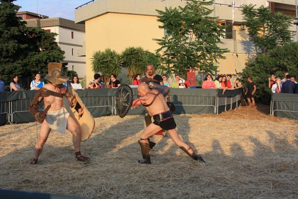 Una giornata da antichi romani: a Bari gladiatori e ancelle
