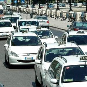 """Bari, il taxi arriva con un'app: """"Più facile prenotare, si potrà pagare anche a distanza"""""""